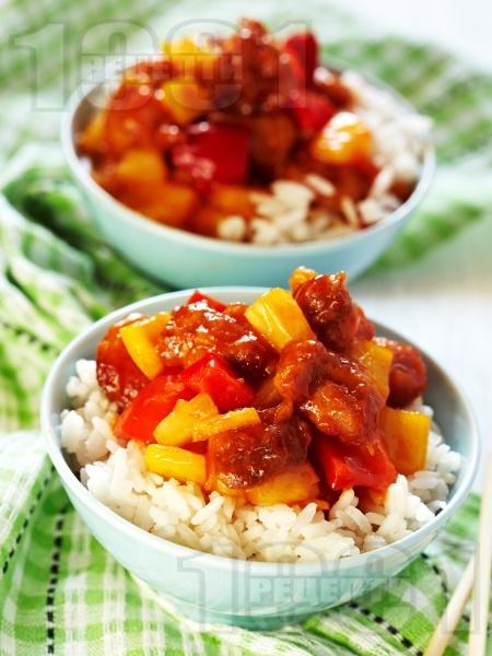 Ориз с хапки от пилешко месо, ананас и червени камби по китайски - снимка на рецептата